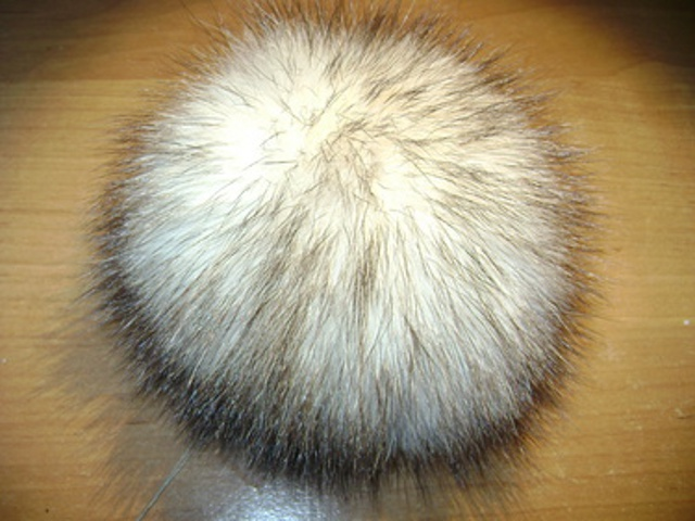 "Fox pompon made ​​of genuine fox "" white with brown"