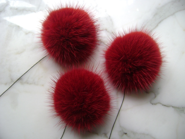 "3 mink pompoms / mink beads "" bordeaux red - 4 cm """