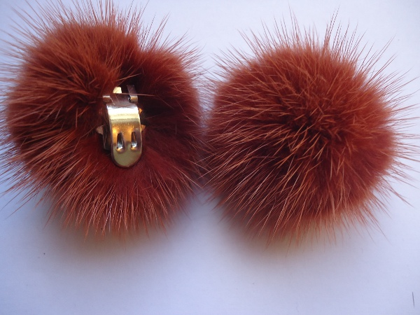 "2 clips with mink pompom for shoes, caps, scarfs "" spicybrown """