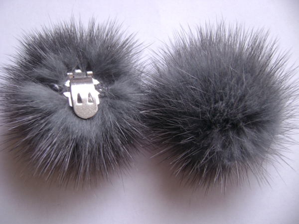 "2 clips with mink pompom for shoes, caps, scarfs "" bluegrey """