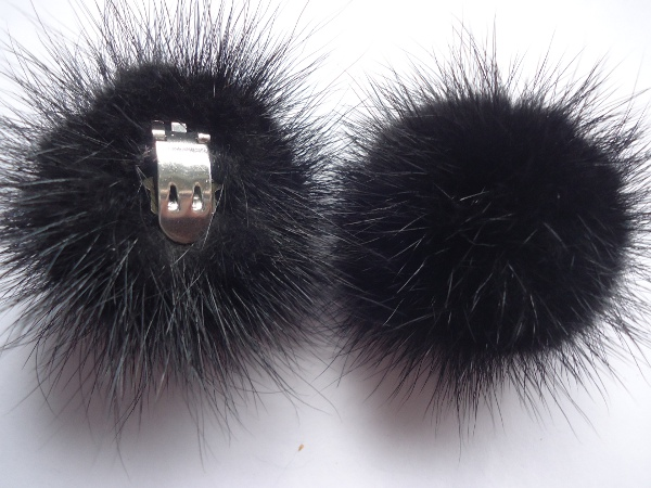 "2 clips with mink pompom for shoes, caps, scarfs "" black"""