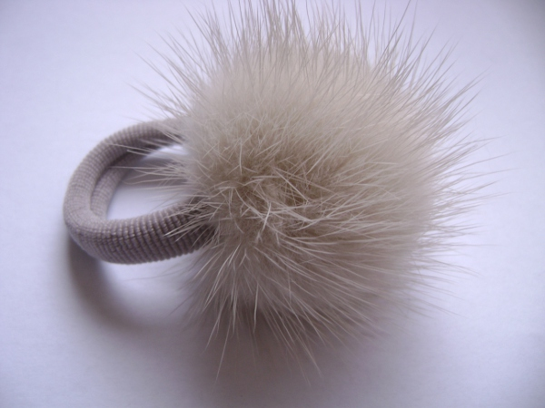 "Hairscrunchy with mink ball "" cream """
