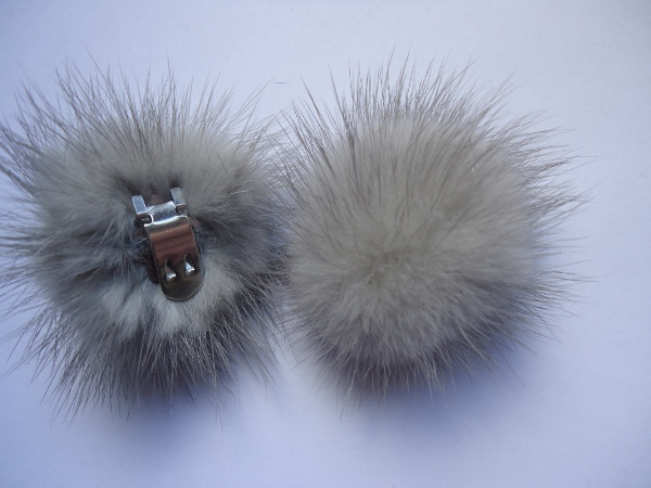 "2 clips with mink pompom for shoes, caps, scarfs "" silvergrey """