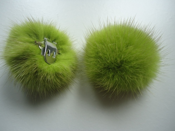 "2 clips with mink pompom for shoes, caps, scarfs "" kiwigreen """