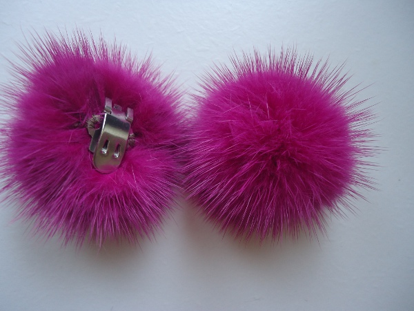 "2 clips with mink pompom for shoes, caps, scarfs "" berrypink """