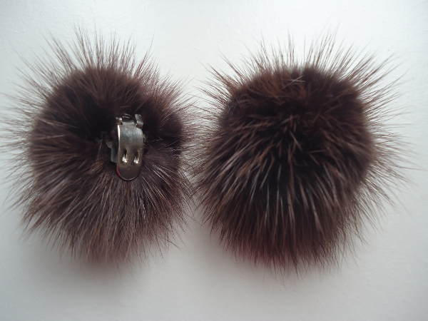 "2 clips with mink pompom for shoes, caps, scarfs "" chestnut """