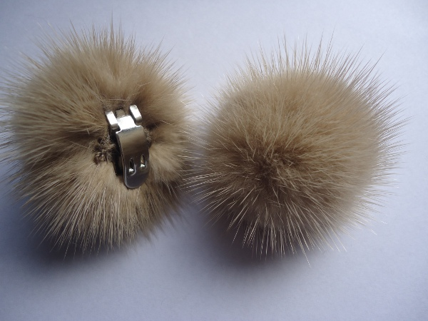 "2 clips with mink pompom for shoes, caps, scarfs "" ivory """