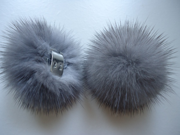 "2 clips with mink pompom for shoes, caps, scarfs "" nudegrey with"