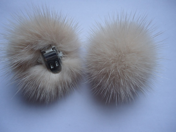 "2 clips with mink pompom for shoes, caps, scarfs "" Powder """