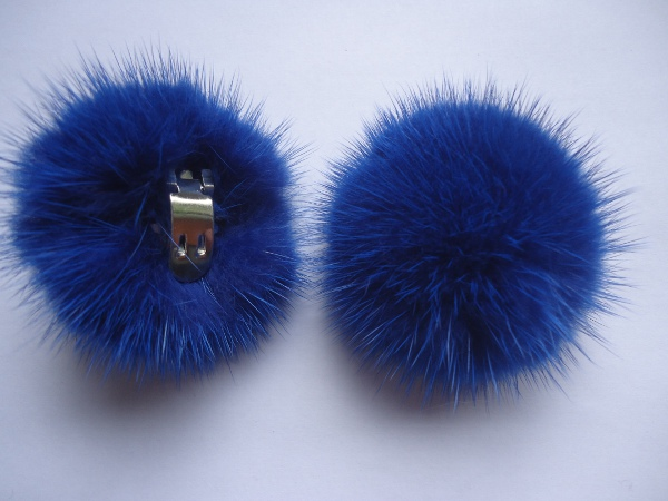 "2 clips with mink pompom for shoes, caps, scarfs "" ultramarinblu"