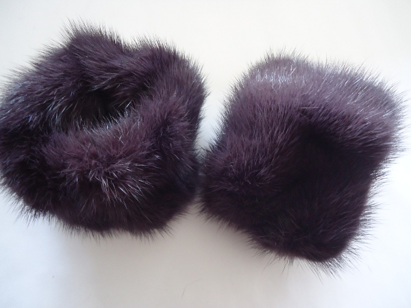 "Noble wrist cuffs / wrist warmers made of real mink saga "" auber"