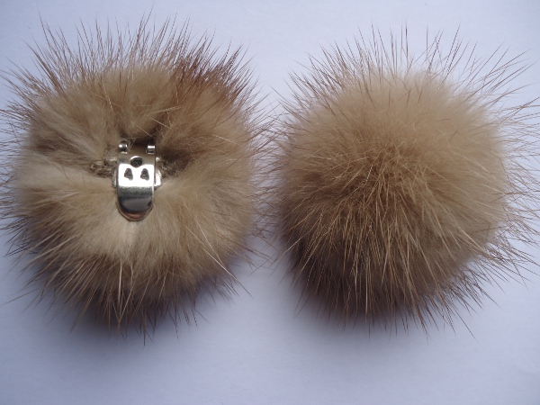 "2 clips with mink pompom for shoes, caps, scarfs "" sand coloured"