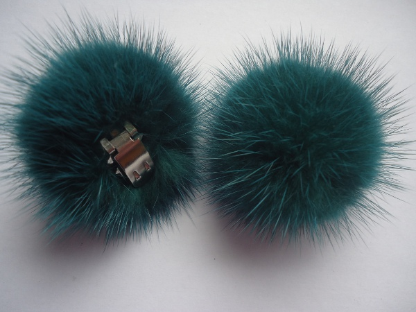 "2 clips with mink pompom for shoes, caps, scarfs "" saphirgreen """