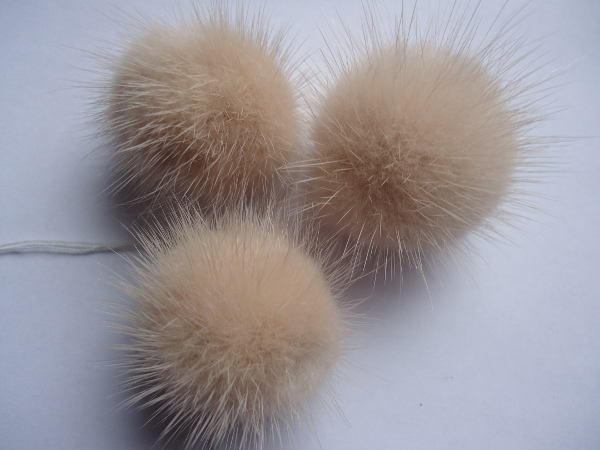 "3 mink  pompoms / mink beads "" winterapricot """